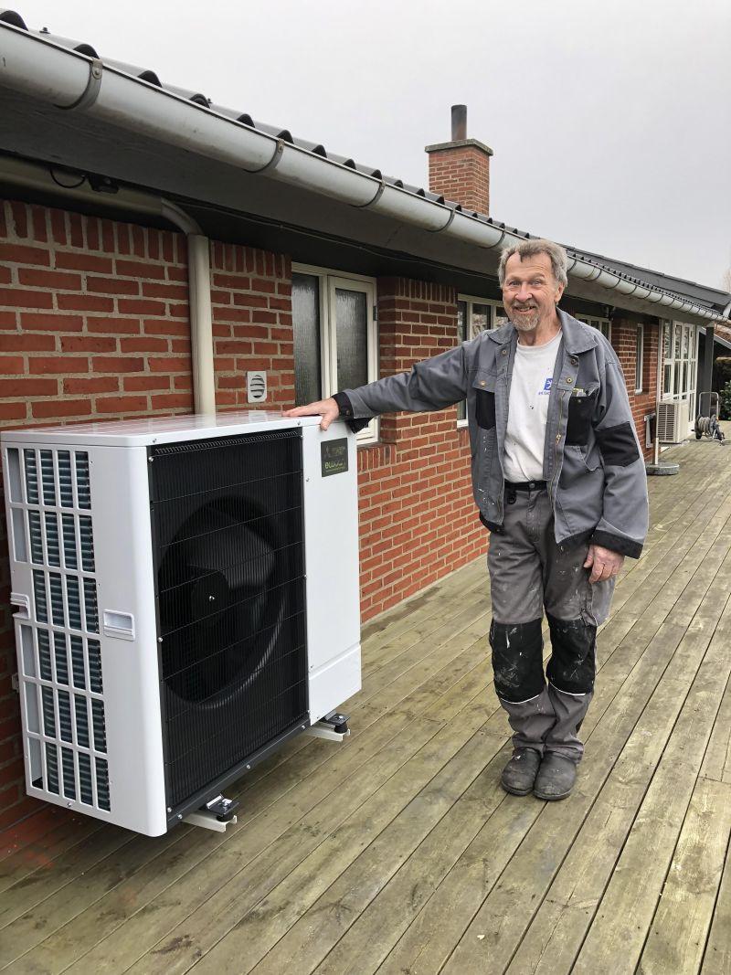 John Jensen fik installeret en Mitsubishi varmepumpe