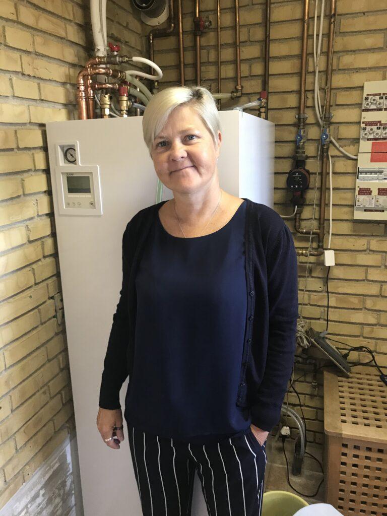 Anna har fået en ny Mitsubishi luft til vand varmepumpe-lille