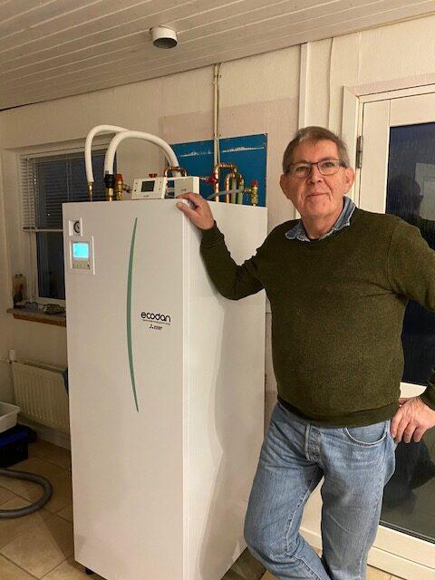 Ole og sin nye Mitsubshi luft til vand-varmepumpe